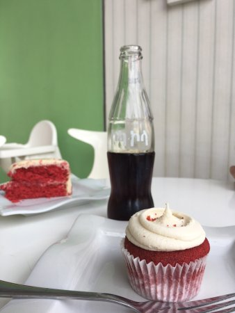 Cupcake Delights Bakery: photo2.jpg