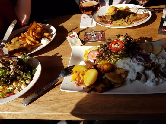 Mendig, Germany: Schnitzel en Visschotel