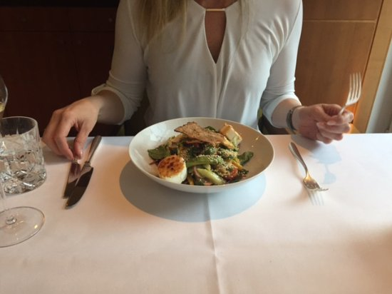 Apples Restaurant & Bar: Salat mit gratiniertem Ziegenkäse