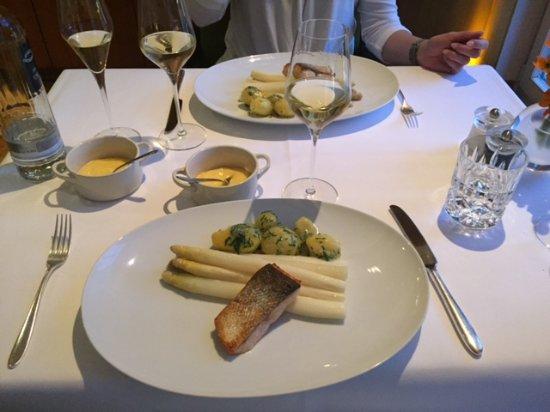 Apples Restaurant & Bar: Spargel mit Lachssteak