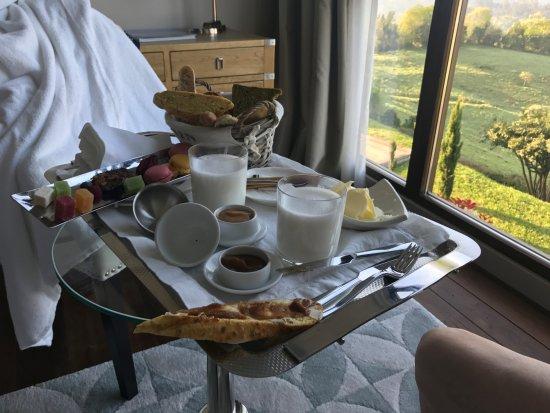 Cofino, สเปน: desayuno en la cama