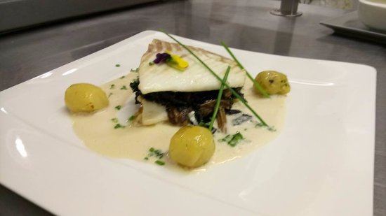 turbot pommes grenailles et sauce aux poissons photo de restaurant goxoki bayonne tripadvisor. Black Bedroom Furniture Sets. Home Design Ideas