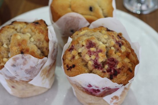 Merimbula, Australia: Fresh muffins to enjoy with your morning or afternoon tea at Booktique