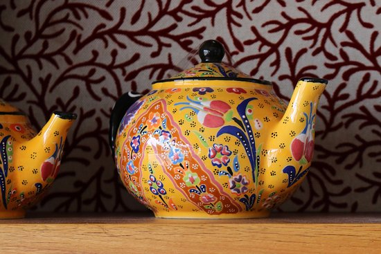Merimbula, Australia: Booktique carries a beautiful range of teapots and other giftware for the discerning tea drinker