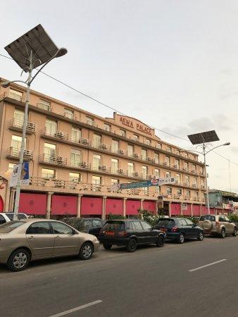 Hotel Akwa Palace : Outside
