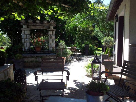 Saint-Martial de Gimel, Francia: terrasse sous le tilleul