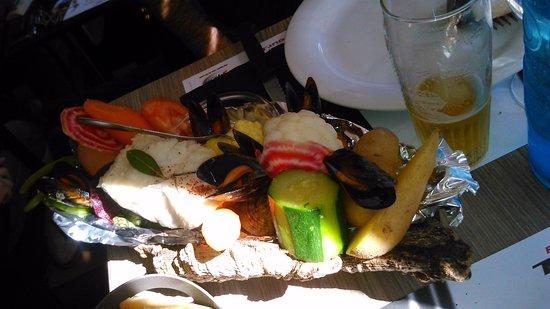 La Garde, Frankrike: Du poisson et des légumes goûteux pour un Aïoli copieux...