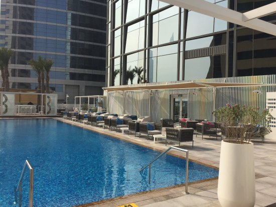 Media One Hotel Dubai: Poolside Media One April 2017