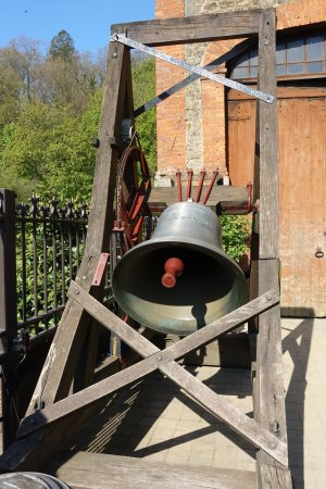 Villedieu-les-Poeles, Γαλλία: Ringing the St Nicolas bell