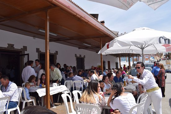 Arenas, Espanha: Nuestro establecimiento con la terraza a pleno rendimiento