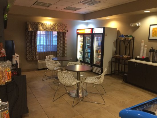 Candlewood Suites Fargo: photo1.jpg