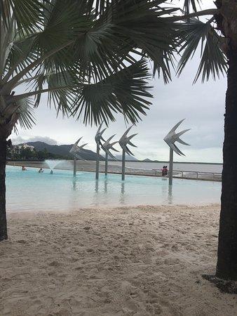 Cairns Esplanade Swimming Lagoon: Wahrzeichen von Cairns