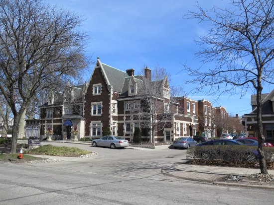 Glidden House: View of hotel from across the street