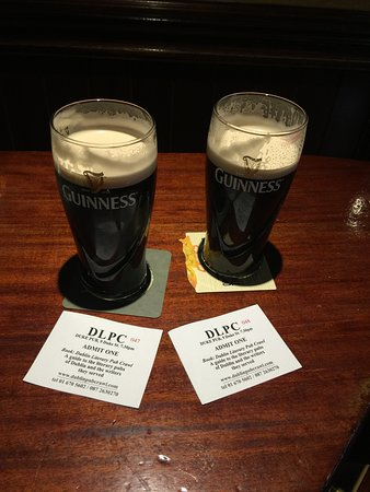 Dublin Literary Pub Crawl : Got our tickets and pints!