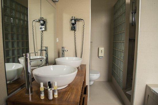 salle de bain h tel ch teau picture of hotel du golf du saint saens saint saens tripadvisor. Black Bedroom Furniture Sets. Home Design Ideas