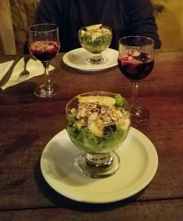 Guari Guari: Starting dinner with sangria and a salad with apples and toasted almonds