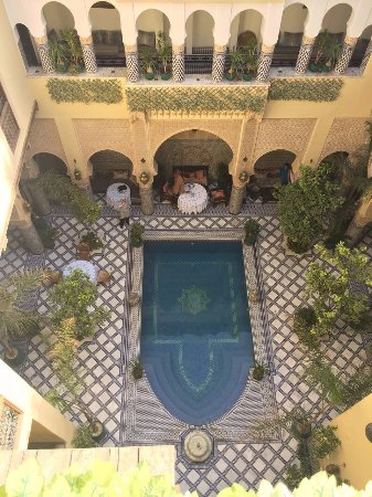 Riad Salam Fes: View from the top down to the pool area
