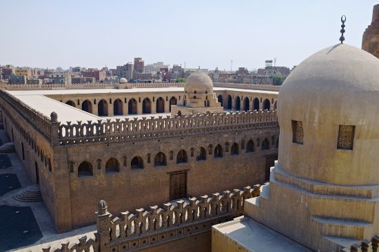 Mosquée Ibn Tulun : The courtyard is surrounded by an open space