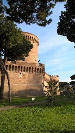 Ostia Antica, Italia: c'è anche il castello di san giulio...