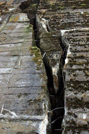 Gierloz, Poland: Трещина в бетоне после бомбежки
