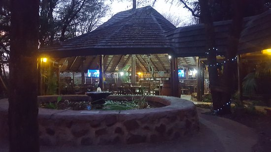 Marloth Park, Sudáfrica: Outside area in Restaurant