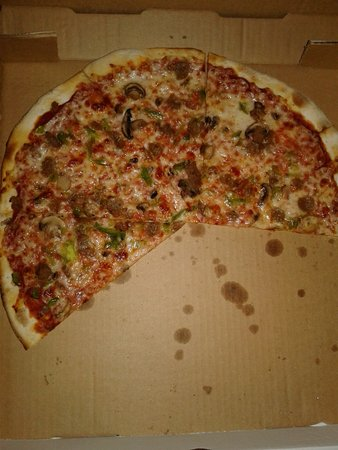 Stonehouse Pizza: Italian sausage, mushroom and green pepper pizza