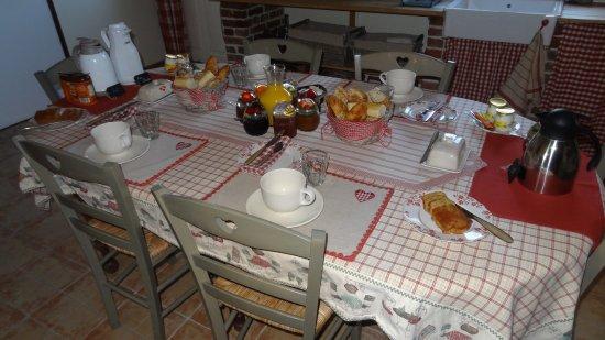 Quetteville, France: petit déjeuner délicieux