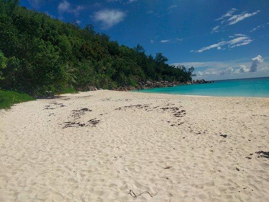 Anse Georgette: Vue de la plage (seconde partie)