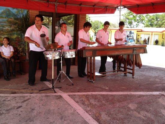 Tilaran, Kosta Rika: Musica en vivo todos los domingos