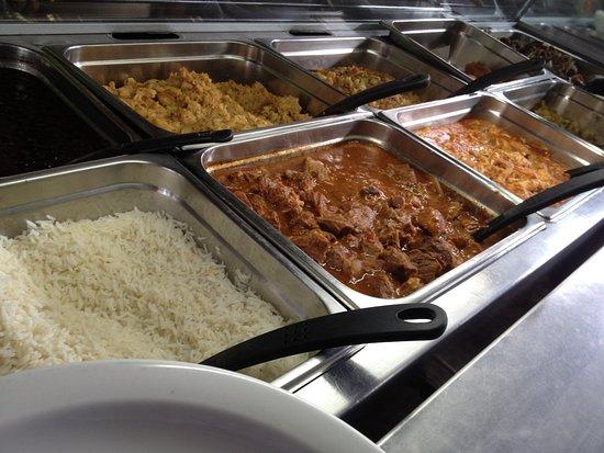 Tilaran, Kosta Rika: Un buffet con mucha variedad de comida tipica