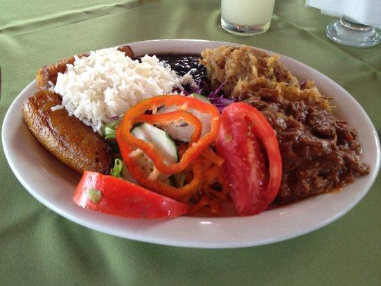 Tilaran, كوستاريكا: Casado plato tipico costarricense 
