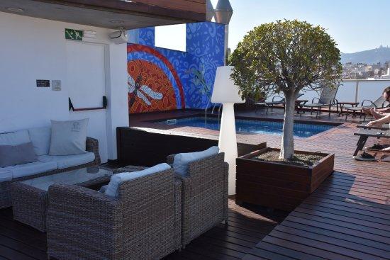 Terrazzo sul tetto con bar, piscina e prendi-sole - Picture of Hotel ...