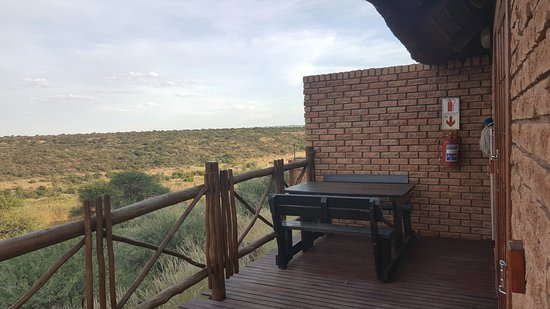 Kimberley, Zuid-Afrika: Chalet terrace. Great view!