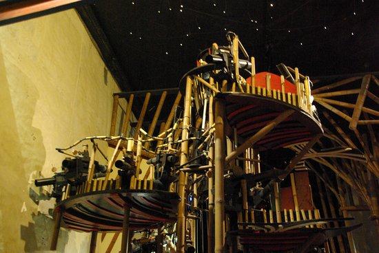 Montoire-sur-le-Loir, França: fontaine musicale en bambou 6m de haut