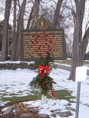 Βερσαλλίες, Κεντάκι: Historical marker dressed up for Christmas