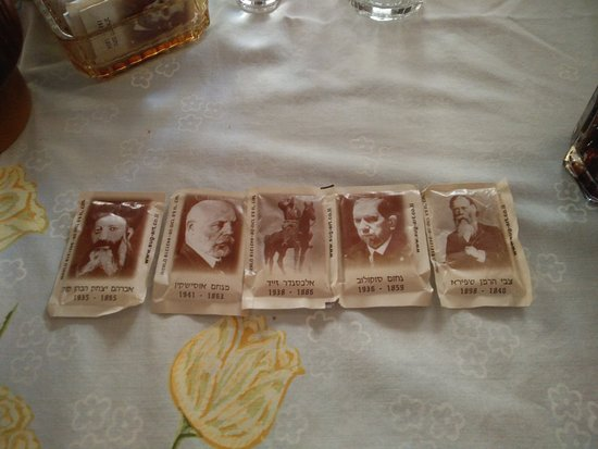 Puaa : Sugar sachets with mini-biographies of Zionist leaders