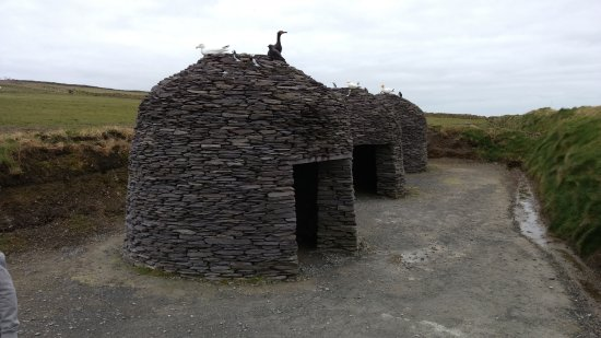Portmagee, Ireland: Copy of 4000 year old homes