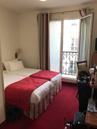 Grand Hotel des Balcons: Room 406 with my back to the door