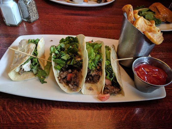 The Metropolitan: Greek lamb tacos no onion
