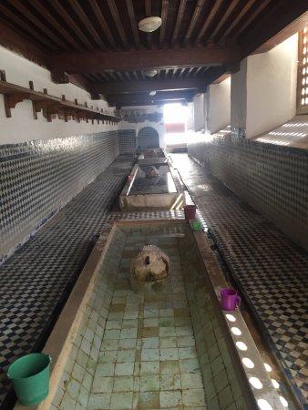 Kairaouine Mosque (Mosque of al-Qarawiyyin) : View of the women's wash area