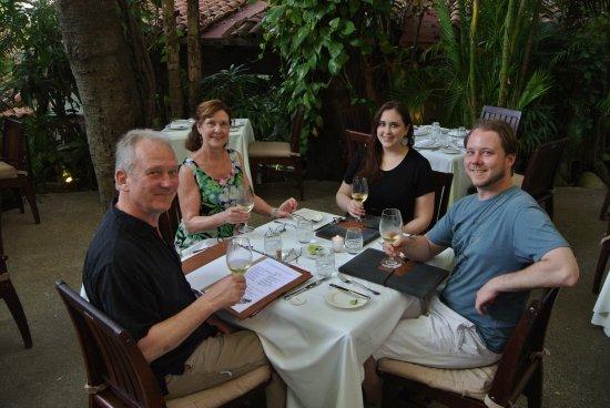 Café des Artistes: Family dinner