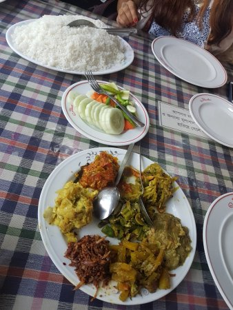 Jhaubon Restaurant: The bhortas were for lunch, and they tasted delicious
