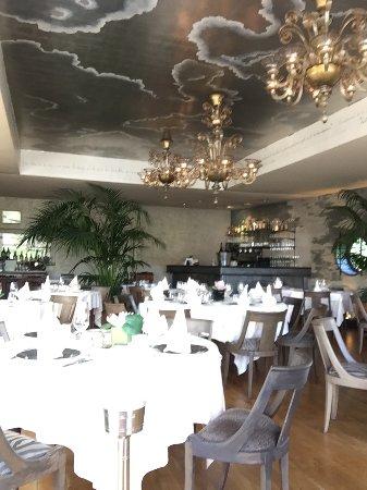 Asnieres-sur-Seine, France: salle du restaurant moderne