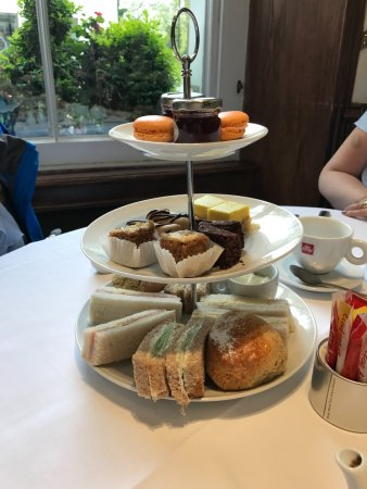 London Elizabeth Hotel: Afternoon Tea