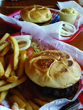 Fat Daddy's: Toasted Buns! Hot. Nice burger basket