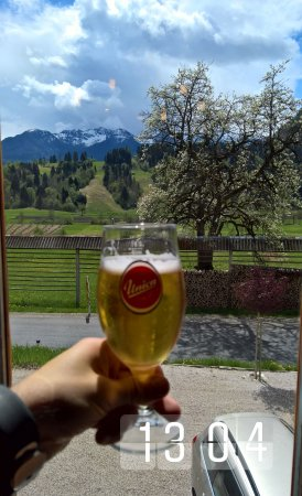 Srednja vas v Bohinju, Σλοβενία: Beautiful view with beer :)