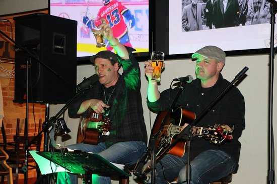 Tillsonburg, Canada: Paddy Stones gig. Live entertainment on most Saturdays.