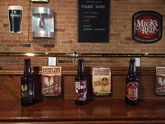 Tillsonburg, Canada: Serving local craft beers from Ramblin' Road Brewery farm.