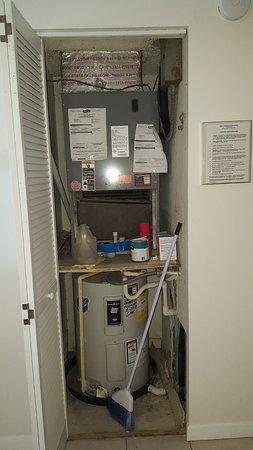Kima Condominiums Madeira Beach: filthy maintenance closet