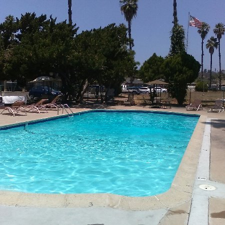 Mount Vernon Inn: A Beautiful Pool to relax and to enjoy sunning in a 9 ft deep pool, !!
